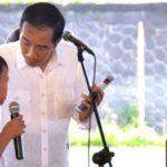 Jokowi Bagikan PMT ke Ibu Hamil
