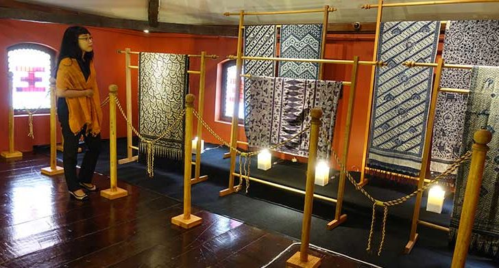 Batik Gedog Tuban di House of Sampoerna